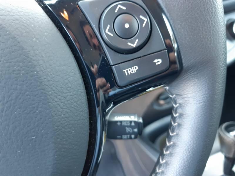 Toyota Yaris HYBRIDE MY19 100h Dynamic Blanc occasion à Brive-la-Gaillarde - photo n°14