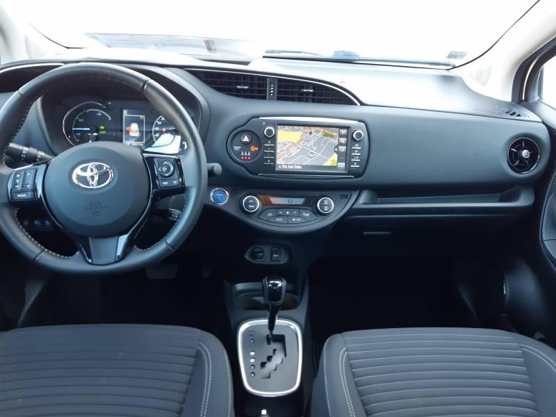 Toyota Yaris HYBRIDE MY19 100h Dynamic Blanc occasion à Brive-la-Gaillarde - photo n°6