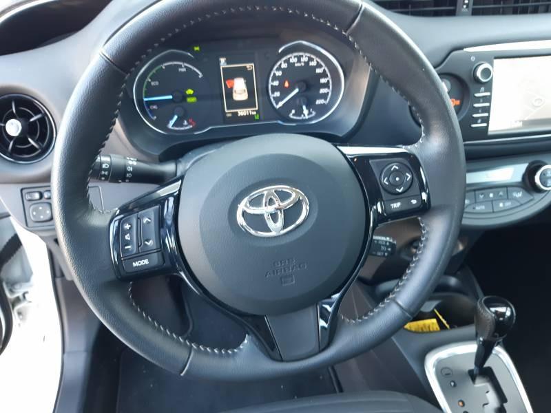 Toyota Yaris HYBRIDE MY19 100h Dynamic Blanc occasion à Brive-la-Gaillarde - photo n°9