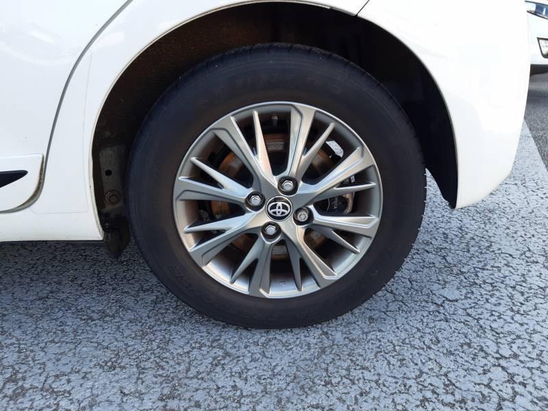 Toyota Yaris HYBRIDE MY19 100h Dynamic Blanc occasion à Brive-la-Gaillarde - photo n°15
