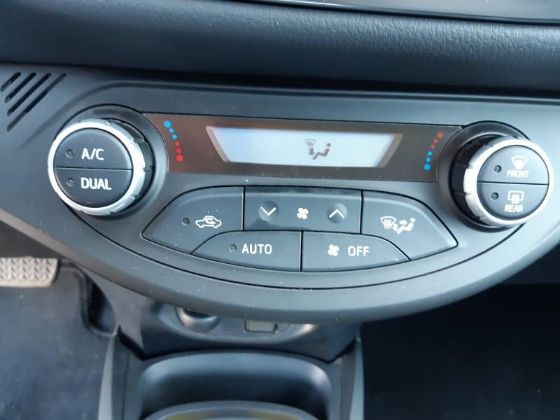 Toyota Yaris HYBRIDE MY19 100h Dynamic Blanc occasion à Brive-la-Gaillarde - photo n°12