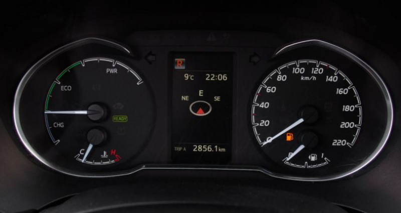 Toyota Yaris III (2) HYBRID 100H DYNAMIC BUSINESS 5P Blanc occasion à Chambourcy - photo n°5