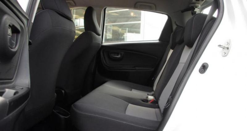 Toyota Yaris III (2) HYBRID 100H DYNAMIC BUSINESS 5P Blanc occasion à Chambourcy - photo n°4