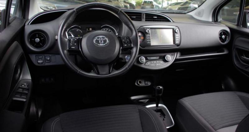 Toyota Yaris III (2) HYBRID 100H DYNAMIC BUSINESS 5P Blanc occasion à Chambourcy - photo n°2