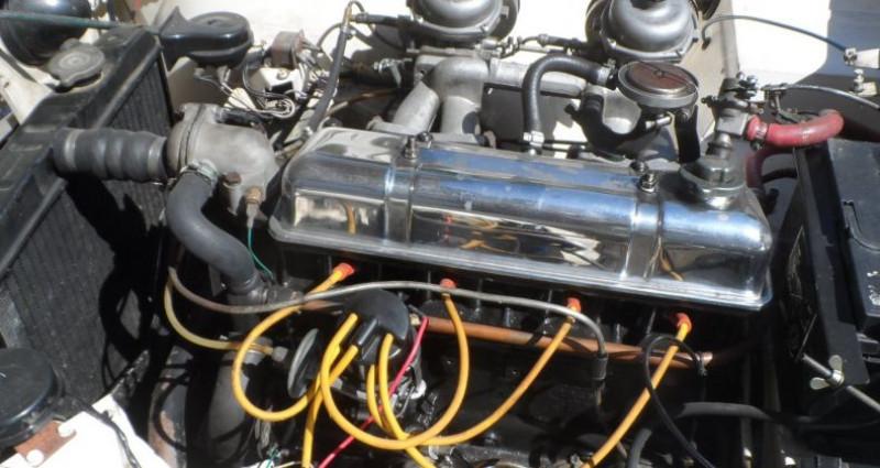 Triumph TR4 IRS Blanc occasion à CHAGNY - photo n°7