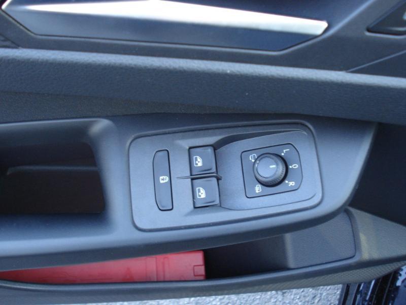 Volkswagen Caddy 2.0 TDI 122ch Life Noir occasion à Aurillac - photo n°7