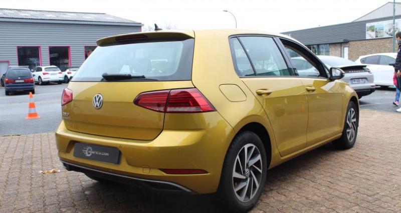 Volkswagen Golf 110ch BlueMotion Technology Sound Jaune occasion à COIGNIERES - photo n°4