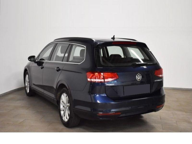 Volkswagen Passat SW 2.0 TDI 150 ch Bleu occasion à Beaupuy - photo n°2