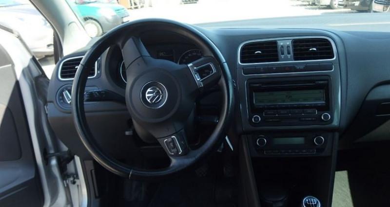 Volkswagen Polo 1.6 TDI 90CH BLUEMOTION TECHNOLOGY FAP CONFORTLINE 5P Gris occasion à FONTAINE LES GRES - photo n°5