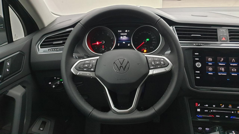 Volkswagen Tiguan 1.5 tsi 150cv evo dsg7 life + camera de recul + pack keyless Noir occasion à Ganges - photo n°11
