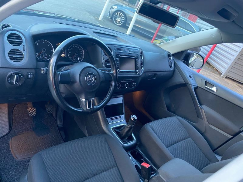 Volkswagen Tiguan 2.0 TDI 110ch BlueMotion FAP Noir occasion à Castelmaurou - photo n°3