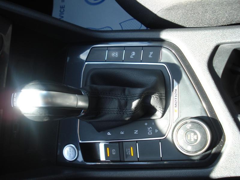 Volkswagen Tiguan 2.0 TDI 150ch Confortline Business 4Motion DSG7 Euro6d-T Blanc occasion à Aurillac - photo n°12
