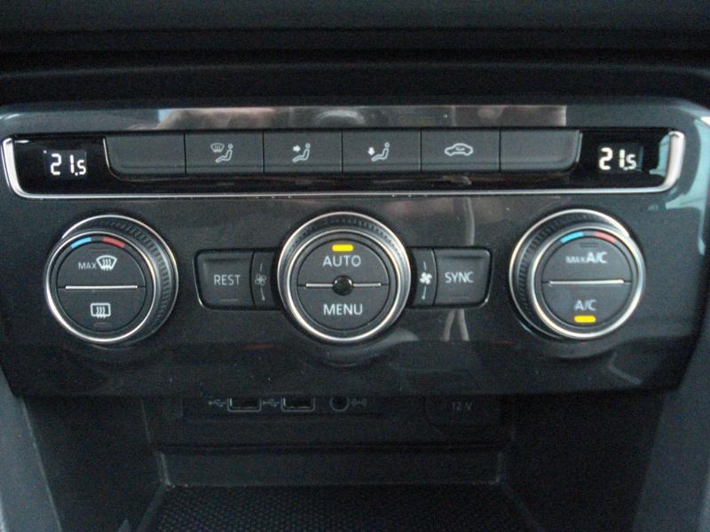 Volkswagen Tiguan 2.0 TDI 150ch Confortline Business Euro6d-T Noir occasion à Aurillac - photo n°9