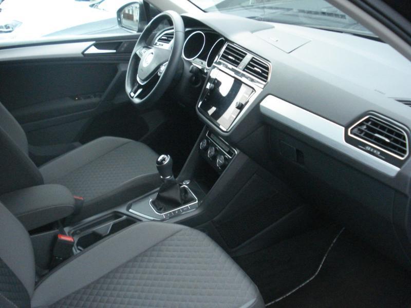 Volkswagen Tiguan 2.0 TDI 150ch Confortline Business Euro6d-T Noir occasion à Aurillac - photo n°15