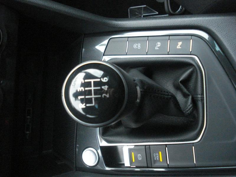 Volkswagen Tiguan 2.0 TDI 150ch Confortline Business Euro6d-T Noir occasion à Aurillac - photo n°12