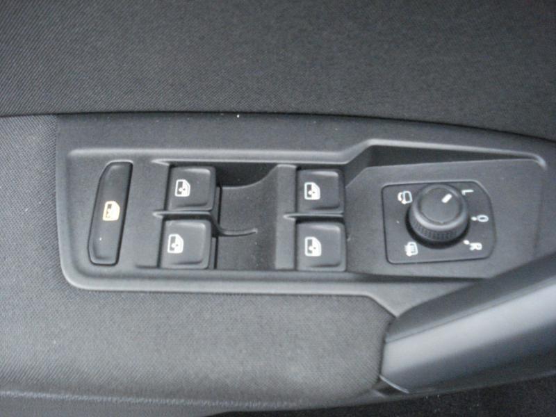 Volkswagen Tiguan 2.0 TDI 150ch Confortline Business Euro6d-T Noir occasion à Aurillac - photo n°11