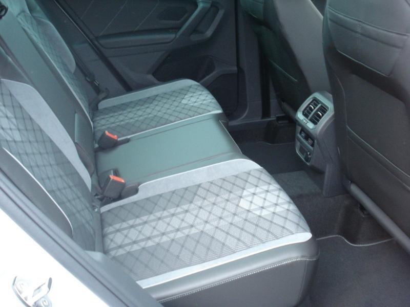 Volkswagen Tiguan 2.0 TDI 150ch R-Line 4Motion DSG7 Argent occasion à Aurillac - photo n°19