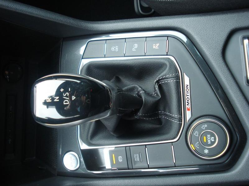 Volkswagen Tiguan 2.0 TDI 150ch R-Line 4Motion DSG7 Argent occasion à Aurillac - photo n°15