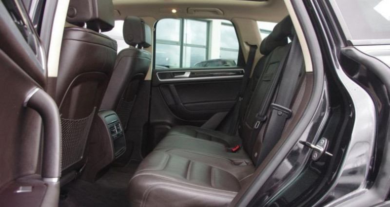 Volkswagen Touareg II 3.0 V6 TDI 204 R-EXCLUSIVE TIPTRONIC Noir occasion à Chambourcy - photo n°4