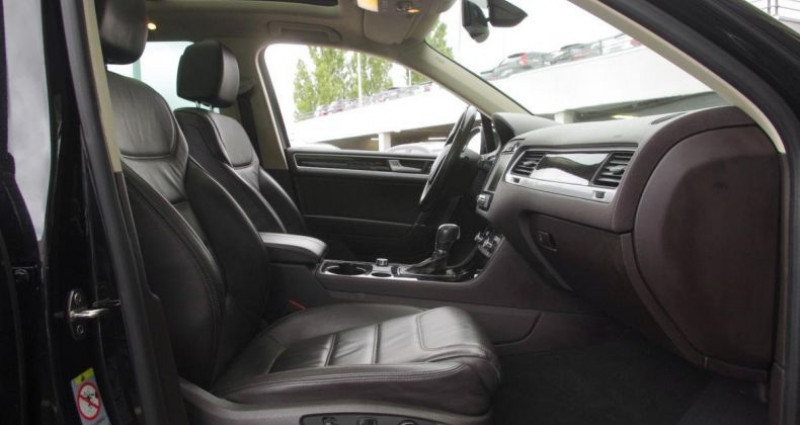 Volkswagen Touareg II 3.0 V6 TDI 204 R-EXCLUSIVE TIPTRONIC Noir occasion à Chambourcy - photo n°3