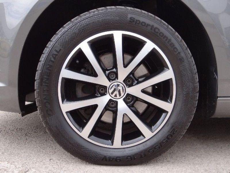 Volkswagen Touran 1.6 TDI 105 DSG Gris occasion à Beaupuy - photo n°8