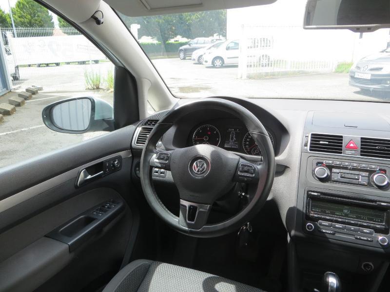 Volkswagen Touran 2.0 TDI 140ch FAP Confortline DSG6 Gris occasion à La Roche-sur-Yon - photo n°8
