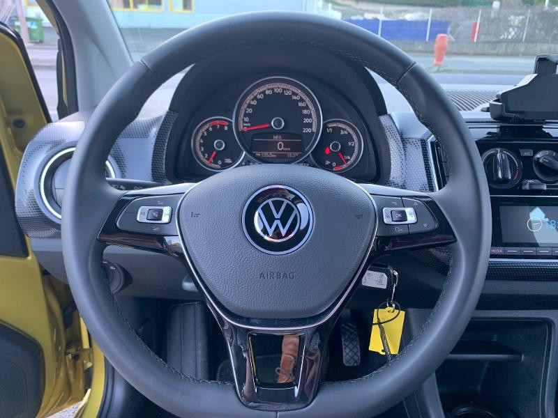 Volkswagen Up 1.0 60ch BlueMotion Technology Move up! 5p Jaune occasion à Figeac - photo n°6