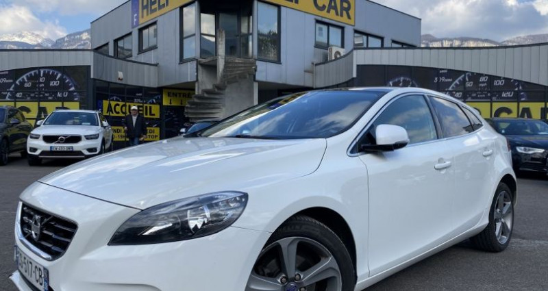 Volvo V40 D2 115CH START&STOP MOMENTUM Blanc occasion à VOREPPE
