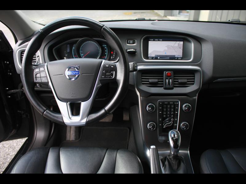 Volvo V40 D3 150ch Start&Stop Summum Geartronic Noir occasion à Cerisé - photo n°9