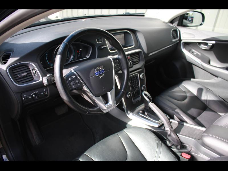 Volvo V40 D3 150ch Start&Stop Summum Geartronic Noir occasion à Cerisé - photo n°4