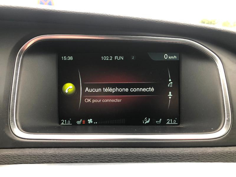 Volvo V40 D3 150ch Start&Stop Summum Geartronic Blanc occasion à Gien - photo n°13