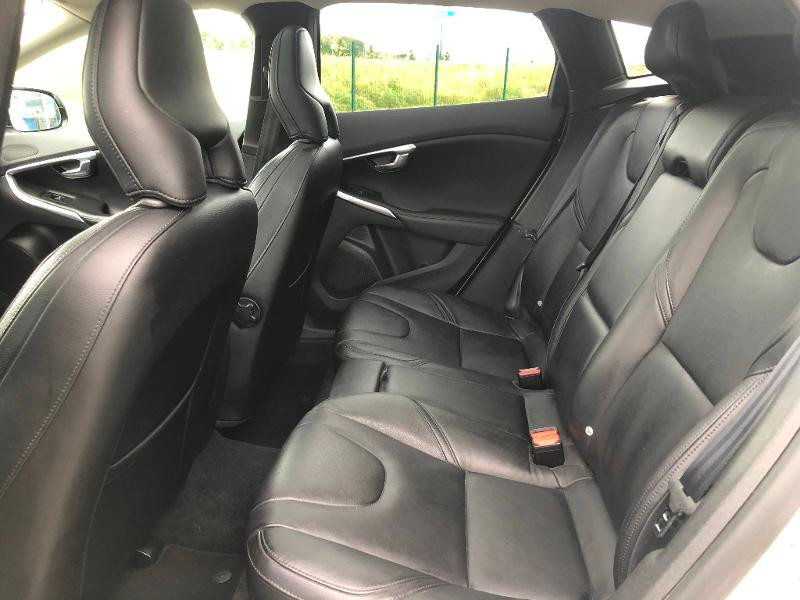 Volvo V40 D3 150ch Start&Stop Summum Geartronic Blanc occasion à Gien - photo n°10