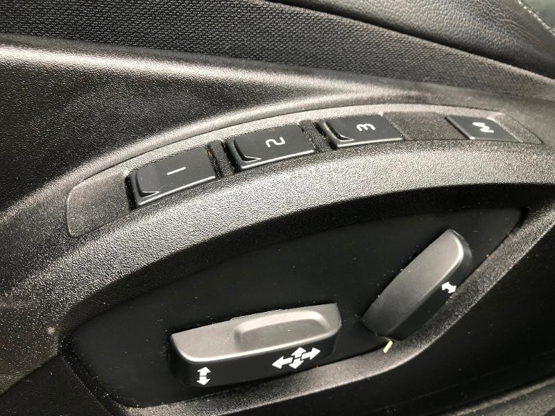 Volvo V40 D3 150ch Start&Stop Summum Geartronic Blanc occasion à Gien - photo n°17
