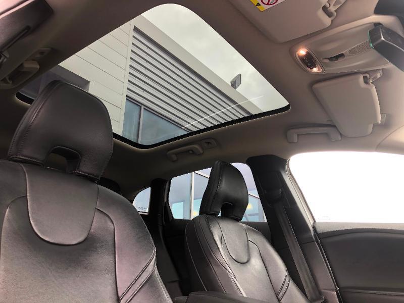 Volvo V40 D3 150ch Start&Stop Summum Geartronic Blanc occasion à Gien - photo n°11