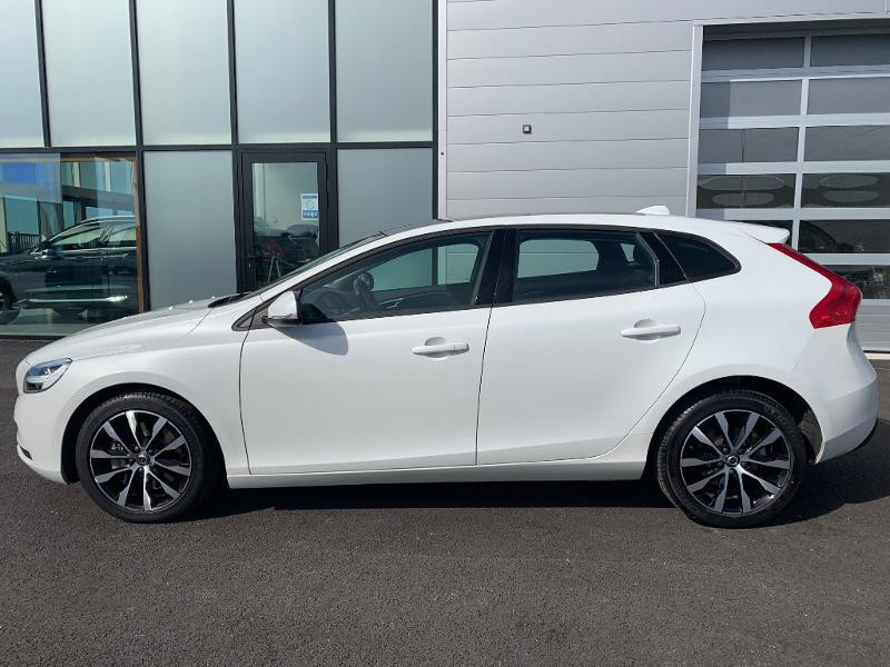 Volvo V40 T2 122ch Edition Geartronic Blanc occasion à Barberey-Saint-Sulpice - photo n°3