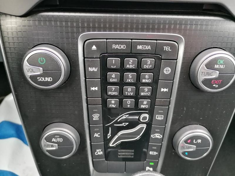 Volvo V40 T2 122ch R-Design Geartronic Gris occasion à Fleury-les-Aubrais - photo n°10