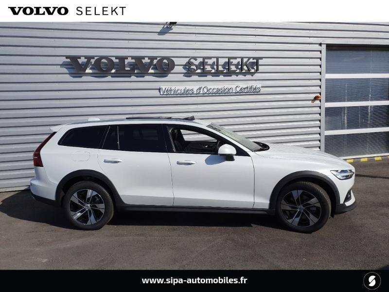 Volvo V60 cross country Pro B4 197ch geartronic Blanc occasion à Lescar - photo n°2
