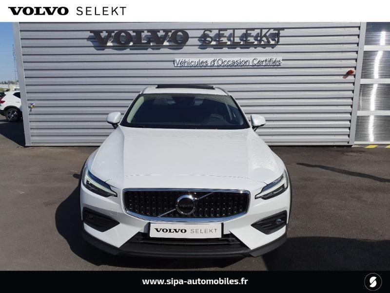 Volvo V60 cross country Pro B4 197ch geartronic Blanc occasion à Lescar - photo n°4