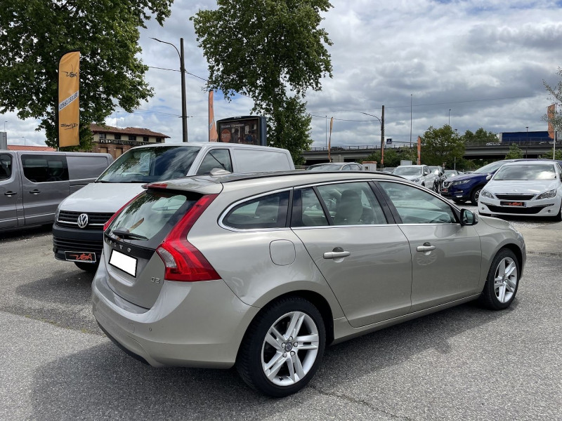 Volvo V60 D2 120CH MOMENTUM BUSINESS GEARTRONIC Gris occasion à Toulouse - photo n°2