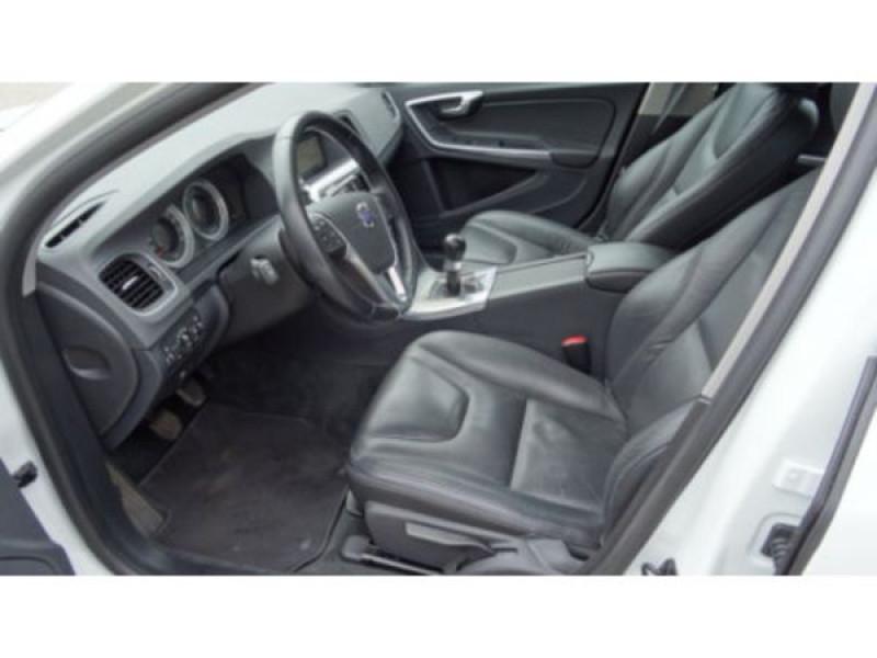 Volvo V60 D3 Momentum 136 ch Blanc occasion à Beaupuy - photo n°3