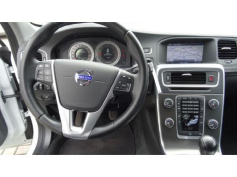 Volvo V60 D3 Momentum 136 ch Blanc occasion à Beaupuy