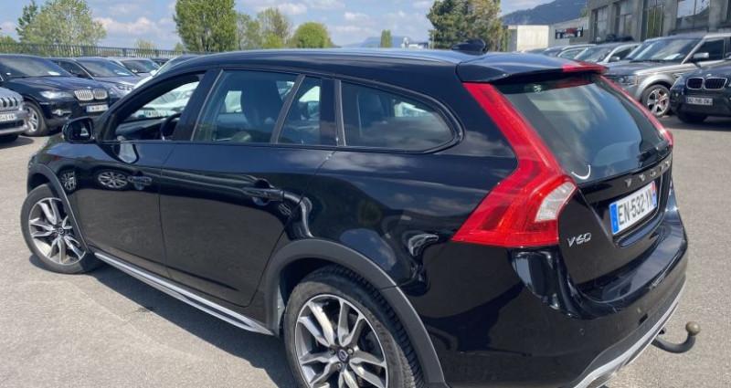 Volvo V60 D4 AWD 190CH SUMMUM GEARTRONIC Noir occasion à VOREPPE - photo n°3