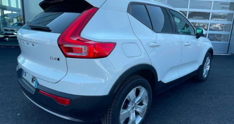 Volvo XC40 D4 AdBlue AWD 190ch Momentum Geartronic 8  occasion à BARBEREY SAINT SULPICE - photo n°3