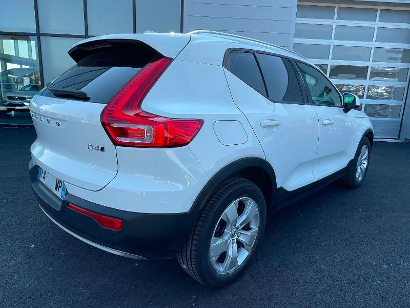 Volvo XC40 D4 AdBlue AWD 190ch Momentum Geartronic 8  occasion à Barberey-Saint-Sulpice - photo n°3