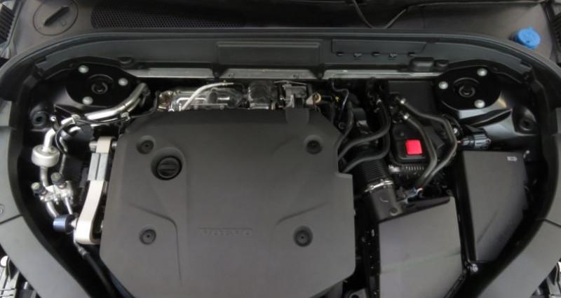 Volvo XC60 (2E GENERATION) B4 197 II AWD R-Design Geartronic 8 Noir occasion à Tours - photo n°4