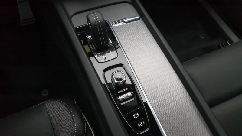 Volvo XC60 2.0 b4 awd 197cv geartronic 8 r-design surequipe Noir occasion à Ganges - photo n°19