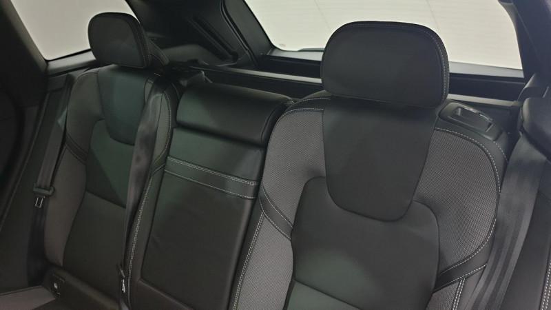 Volvo XC60 2.0 b4 awd 197cv geartronic 8 r-design surequipe Noir occasion à Ganges - photo n°9
