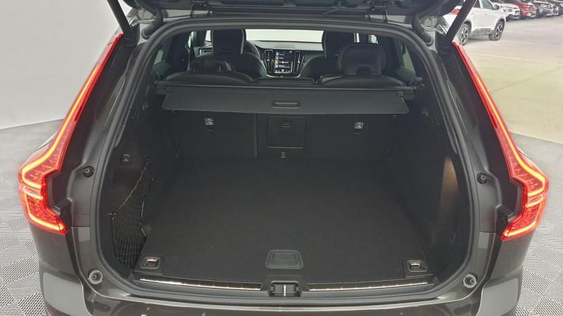 Volvo XC60 2.0 b4 awd 197cv geartronic 8 r-design surequipe Noir occasion à Ganges - photo n°5