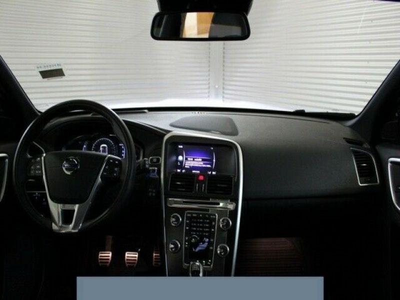 Volvo XC60 D3 150 R Design Gris occasion à Beaupuy - photo n°2