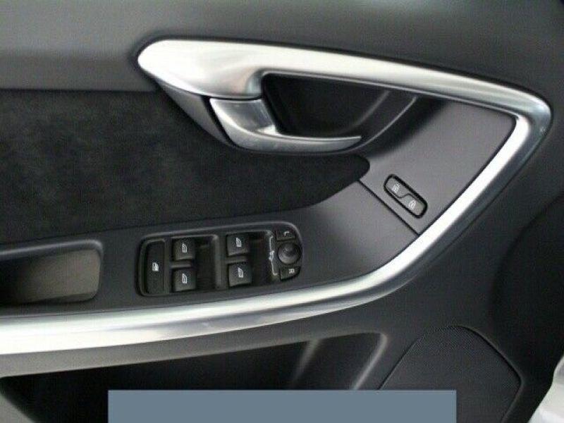 Volvo XC60 D3 150 R Design Gris occasion à Beaupuy - photo n°9